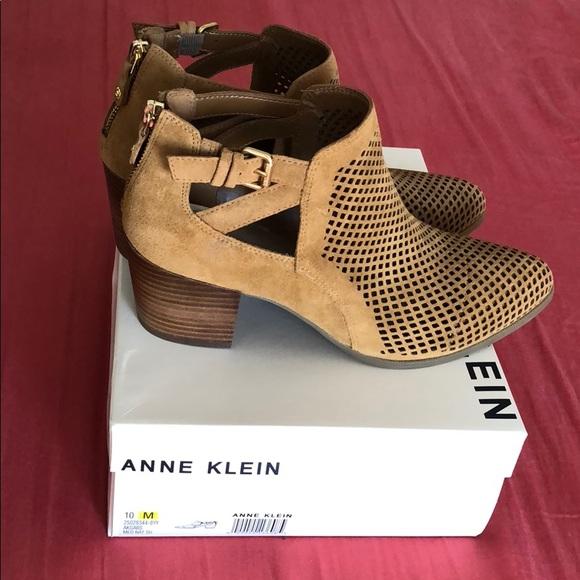 c7c8fa88751e Anne Klein booties
